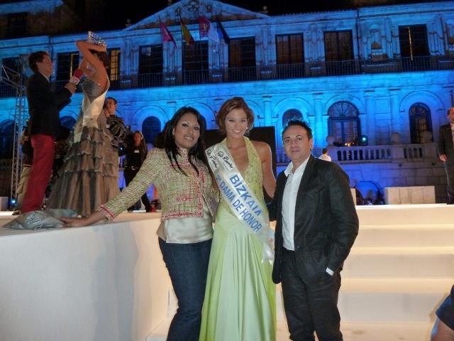 Miss Bizkaia, Celia Eugenia Calvo, con Manuel y Ariana